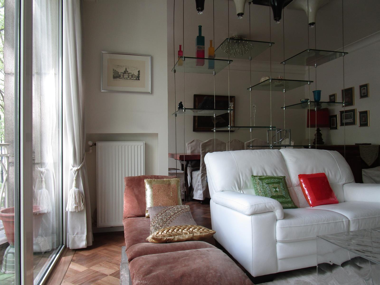 Louise – Elégant appartement meublé de +/-125m2 3 chambres